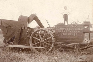 """CONROY'S COMBINED HARVESTER & THRESHER"", Aylmer 1890-1925 Photo - Association du patrimoine d'Aylmer"