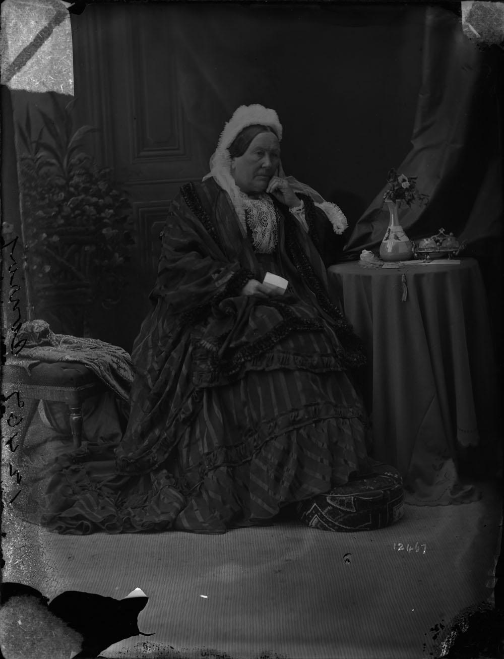 Conroy, R. Mrs.- Bibliothèques et Archives Canada- Photo : e010953798-v8, MIKAN # 3451003