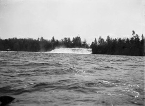 Conroy's Chute at Chats Falls. Topley Series SC  Credit: William James Topley/Library and Archives Canada/PA-009336 Restrictions on use: Nil Copyright: Expired MIKAN no 3319056